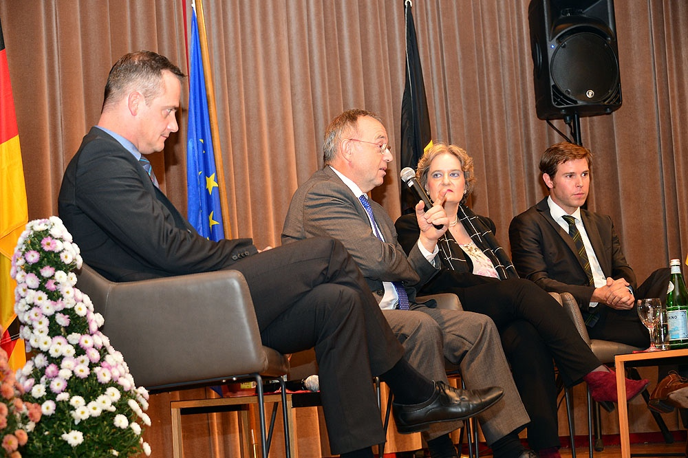 thumb_20150928-Belgisches Haus-Podiumsdiskussion-059_1024